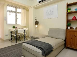 New Reno 2BR w Terrace 5ppl near MTR 134 - Hong Kong vacation rentals