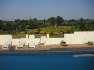 2 bedroom Gite with Deck in Cancon - Cancon vacation rentals