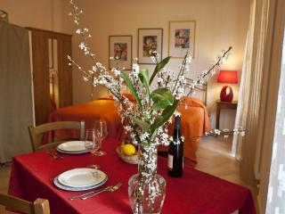 Cozy 1 bedroom Vacation Rental in Bologna - Bologna vacation rentals