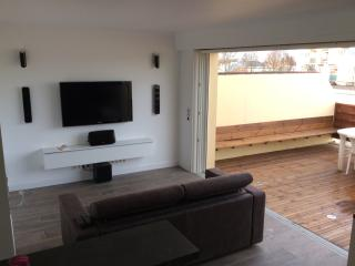 Nice Condo with Dishwasher and Short Breaks Allowed - Pau vacation rentals