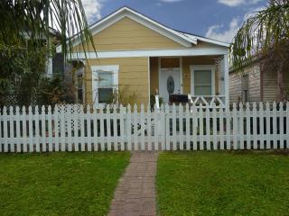 3 bedroom House with Deck in Galveston - Galveston vacation rentals