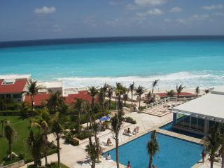 2BR PENTHOUSE ON THE BEACH B808 SLEEPS 6 - Cancun vacation rentals