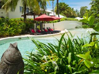 Stunning 1 bed Spa bath Apartment - Cairns District vacation rentals