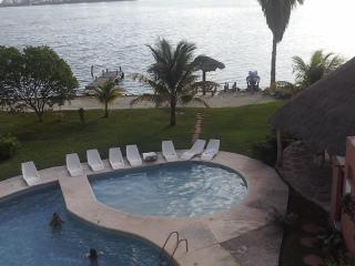 excelent room in nice apartment in hotel zone - Cancun vacation rentals