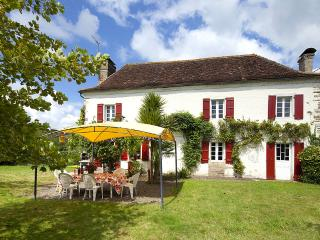 Spacious 5 bedroom Sauveterre-de-Béarn House with Internet Access - Sauveterre-de-Béarn vacation rentals