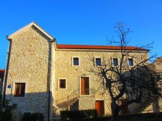 Perfect dalmatian stone house - Jelsa (Hvar) - Jelsa vacation rentals