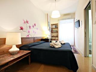 Piramide-Ostiense Apartment AcasadiBarbara - Rome vacation rentals