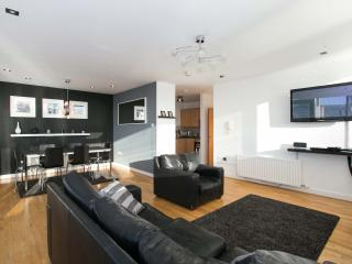 City Centre Laganside Penthouse 3 Bed+sofabed WIFI - Belfast vacation rentals