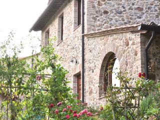 Borgo Calcinari di antonella del Sordo oasidipace - Brenna vacation rentals