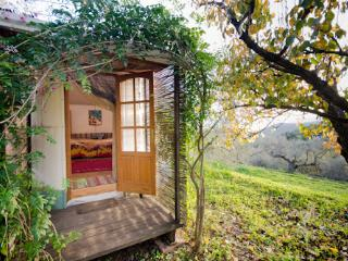 Charming Yurt ideal for couple - Durcal vacation rentals
