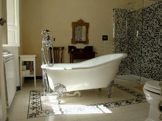 Tuscan Villa - Close to Lucca & Skiing (Abetone) - Bagni Di Lucca vacation rentals