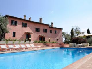 VILLA IL CONVENTO, pool, near Assisi. Sleeps up 12 - Foligno vacation rentals