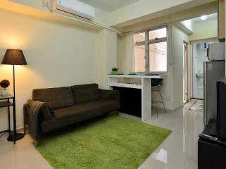 New Reno 2BR w Terrace 5ppl near MTR 136 - Hong Kong vacation rentals