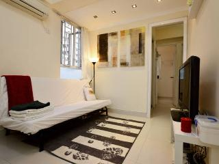 Sweet Home 2BR for 6ppl MK MTR BABY - Hong Kong vacation rentals