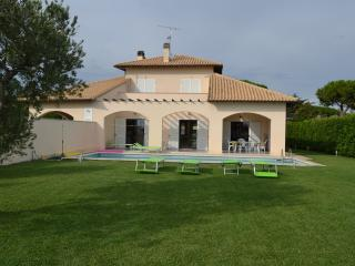 Lovely 4 bedroom Tarquinia Villa with Deck - Tarquinia vacation rentals