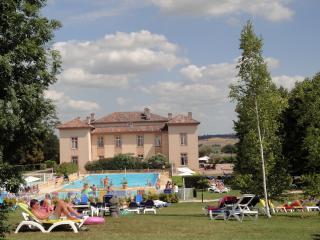 Villa en Residence de vacances avec piscine, golf - Lombez vacation rentals