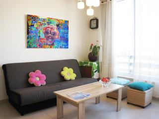 New & Central, 2BR, 3min to Beach w/ Parking - Tel Aviv vacation rentals