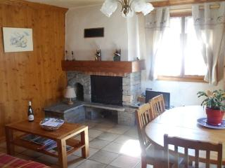 Cozy 2 bedroom Champagny-en-Vanoise Condo with Internet Access - Champagny-en-Vanoise vacation rentals