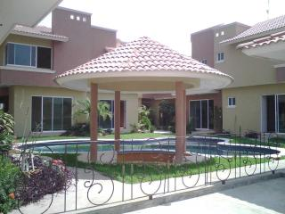 Nice House with Internet Access and Housekeeping Included - Boca del Rio vacation rentals
