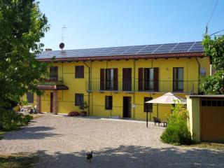 Apartment with shared garden near Barolo - Barolo vacation rentals