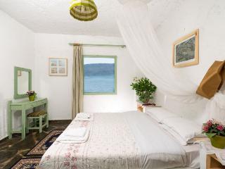 Romantic 1 bedroom Condo in Elounda with Internet Access - Elounda vacation rentals