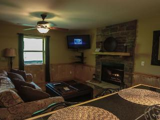 Romantic Cabin For 2 - Laurelville vacation rentals