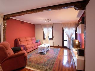 Charming Basque vacation Condo with Shampoo Provided - Basque vacation rentals