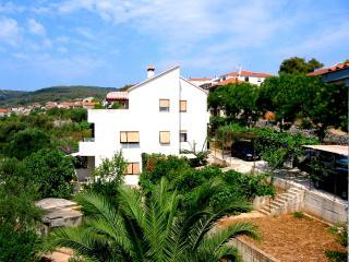 Apartemente pour 8 perssonnes avec drande terrasse - Slatine vacation rentals