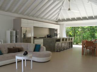 Comfortable 2 bedroom Villa in Camaruche - Camaruche vacation rentals