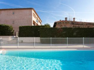 Sunny modern studio on the Cote d'Azur, French Riviera with balcony and pool - Cagnes-sur-Mer vacation rentals