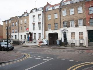 London One Bedroom Apartment WIFI D - London vacation rentals