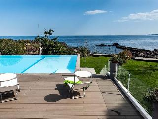 Romantic house by the sea and with shared pool - Stazzo vacation rentals
