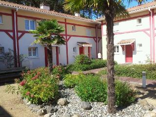 Bright 3 bedroom Messanges Villa with Washing Machine - Messanges vacation rentals