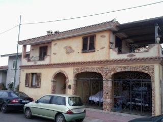 Cozy 3 bedroom Townhouse in Cabras with Housekeeping Included - Cabras vacation rentals