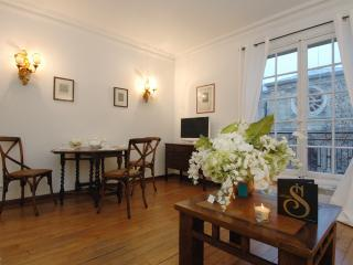 Mithouard Luxe 400 - Paris vacation rentals