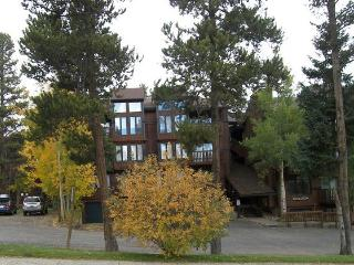 Four OClock Lodge 3 bed loft B - Summit County Colorado vacation rentals