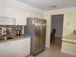 Perfect Condo with Internet Access and Dishwasher - Hollywood vacation rentals