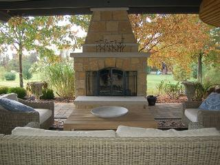 Spectacular 5 BR Sleeps 12 / 30 Min N of Columbus - Waldo vacation rentals