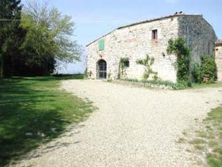 Montefolchi Farmhouse - Montefiridolfi vacation rentals