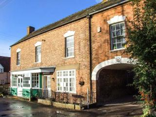 WARDS COURT 2, family friendly, character holiday cottage, with a garden in Frampton On Severn, Ref 4061 - Frampton on Severn vacation rentals