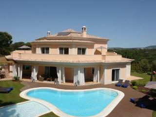 LUXURY 5 BEDROOM VILLA WITH PRIVATE ADULT POOL, CHILDREN POOL AND BARBECUE – QUINTA DO LAGO - REF. GOND153735 - Quinta do Lago vacation rentals