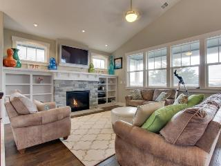 Modern home w/private hot tub, ocean views & telescope! Walk to beach & eateries - Cannon Beach vacation rentals