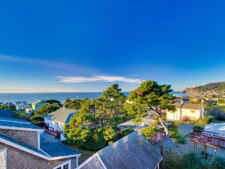 Great Road's End ocean views, a private hot tub, and more! - Lincoln City vacation rentals
