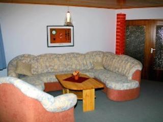 Vacation Apartment in Idar-Oberstein - 1109 sqft, quiet, central, family-friendly (# 3328) - Idar-Oberstein vacation rentals