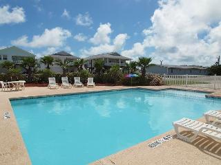 Batton The Hatches: FREE GOLF CART, Close to Beach, Pool, Pets - Port Aransas vacation rentals