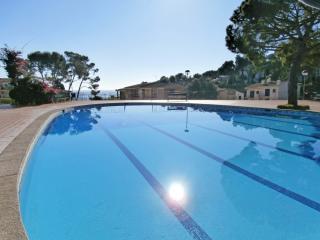 Bright 2 bedroom Calella De Palafrugell Apartment with Dishwasher - Calella De Palafrugell vacation rentals