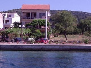 Apartment Mate (2+2) Mali Donji - Vinisce vacation rentals