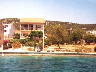 Apartment Mate (4+1) Prizemlje - Vinisce vacation rentals
