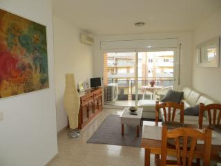 Lovely Condo with A/C and Elevator Access in Lloret de Mar - Lloret de Mar vacation rentals