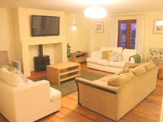 Beautiful 4 bedroom Condo in Carlingford with Garden - Carlingford vacation rentals